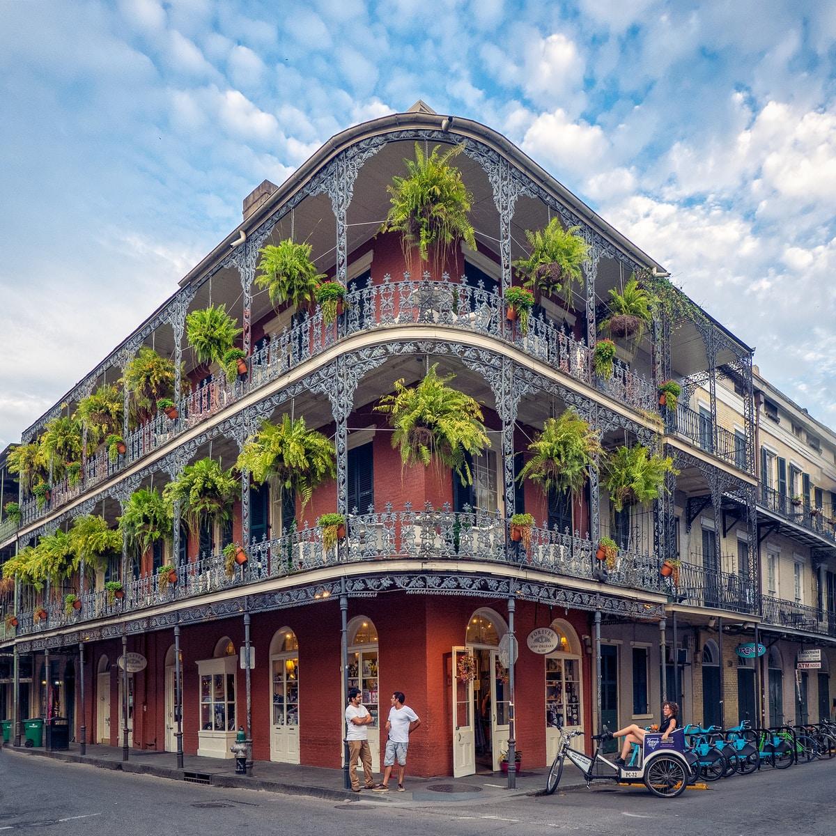 Spirits, History, and Belief: Dark Tourism in New Orleans /  Esprits, histoire et croyance : le tourisme sombre à la Nouvelle-Orléans – with Lynda Daneliuck